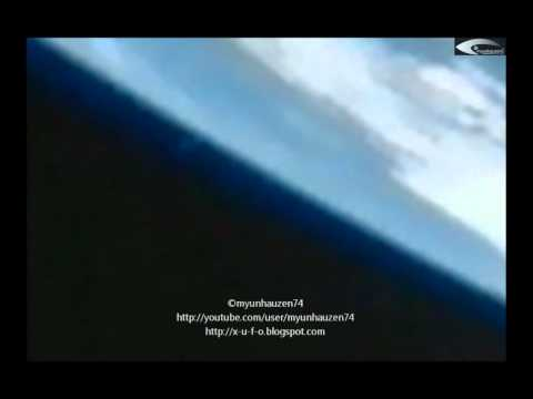 Flight Giant UFOs from the atmosphere of the Earth - Shooting with the ISS July 26, 2012.