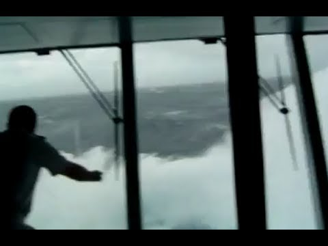 HD Giant Wave Slams into cruise ship 2010 !